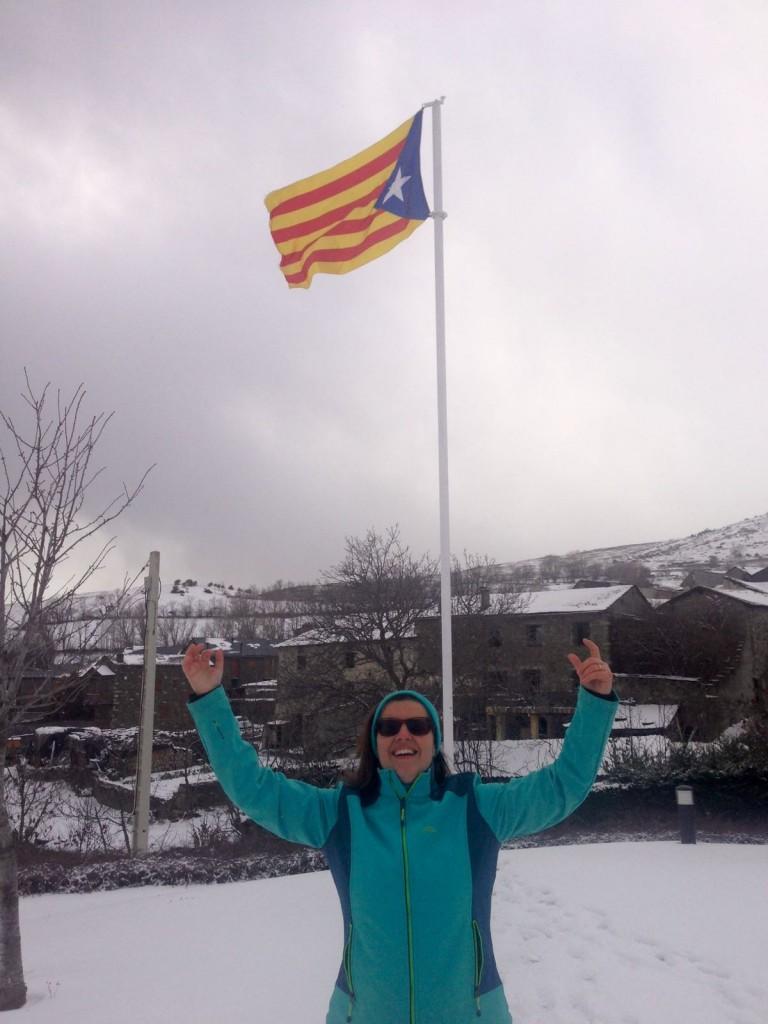 Mami sola feliz en la nieve