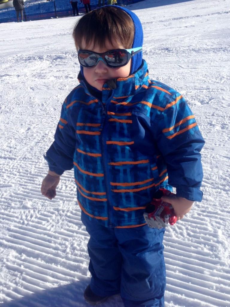 Vikingo de cuerpo entero equipado para la nieve