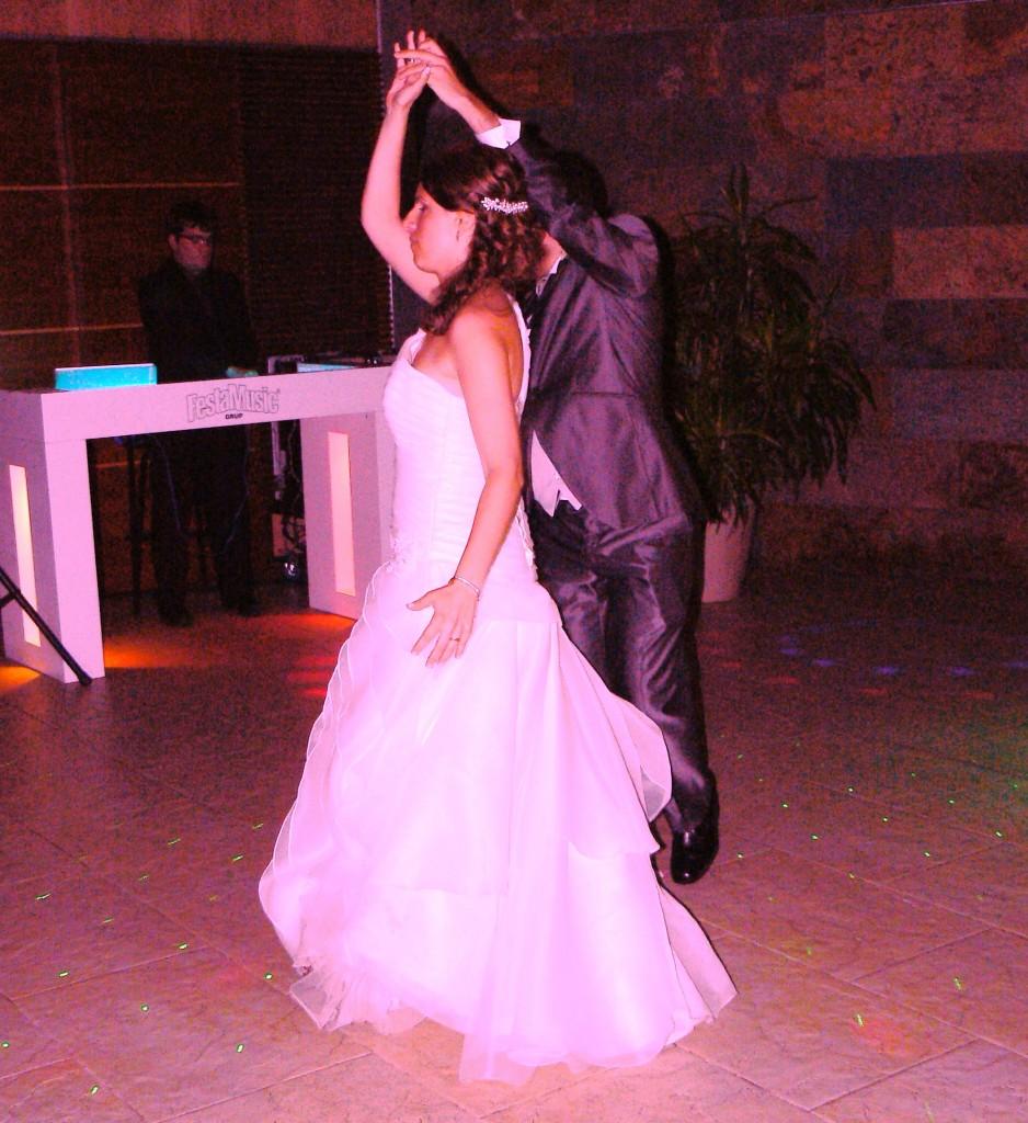Dando la vuelta en el baile con sr vikingo